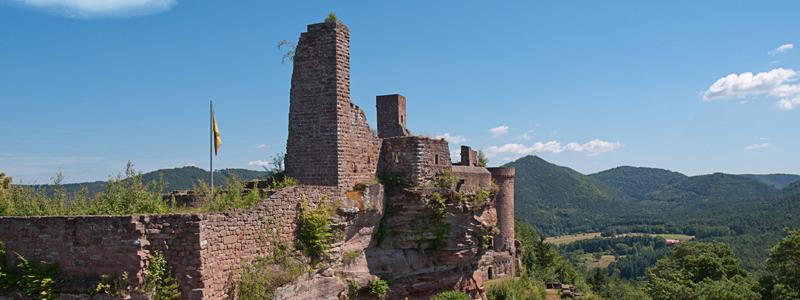 Die größte Burgenanlage im Wasgau bilden die drei Burgen Tanstein, Grafendahn und Altdahn